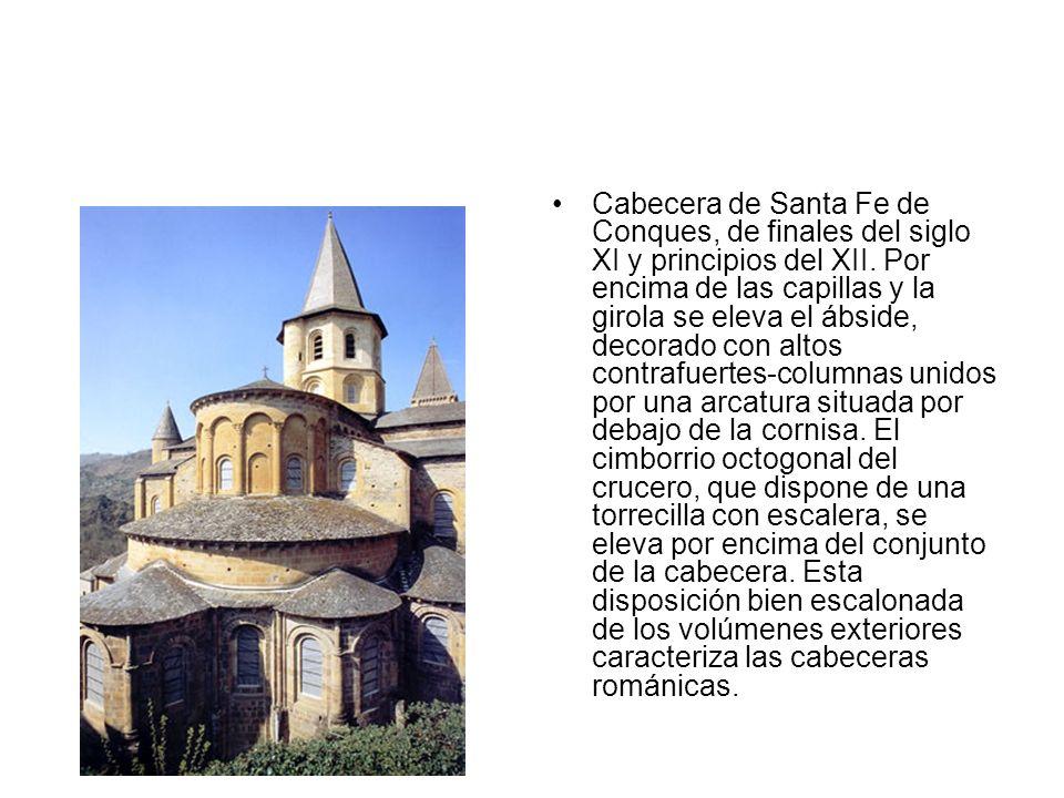 Cabecera de Santa Fe de Conques, de finales del siglo XI y principios del XII. Por encima de las capillas y la girola se eleva el ábside, decorado con