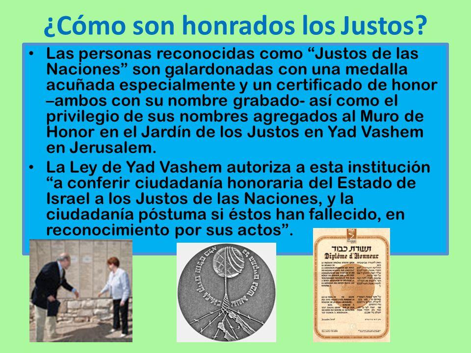 ¿Cómo son honrados los Justos? Las personas reconocidas como Justos de las Naciones son galardonadas con una medalla acuñada especialmente y un certif