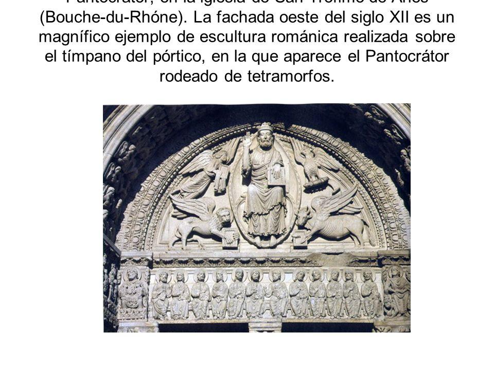 Pantocrátor, en la iglesia de San Trófimo de Arles (Bouche-du-Rhóne). La fachada oeste del siglo XII es un magnífico ejemplo de escultura románica rea