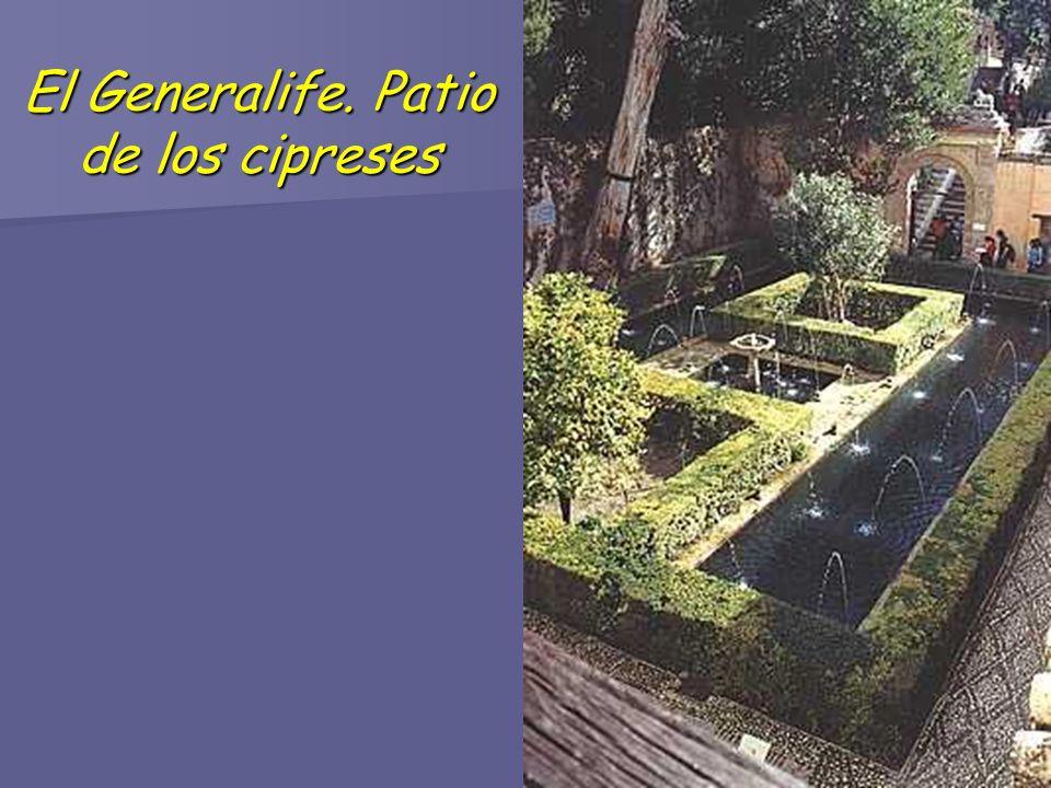 El Generalife. Patio de los cipreses