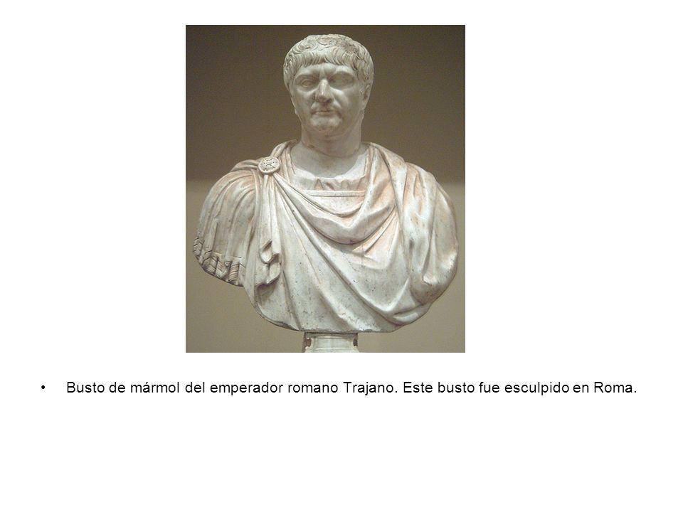 Busto de mármol del emperador romano Trajano. Este busto fue esculpido en Roma.