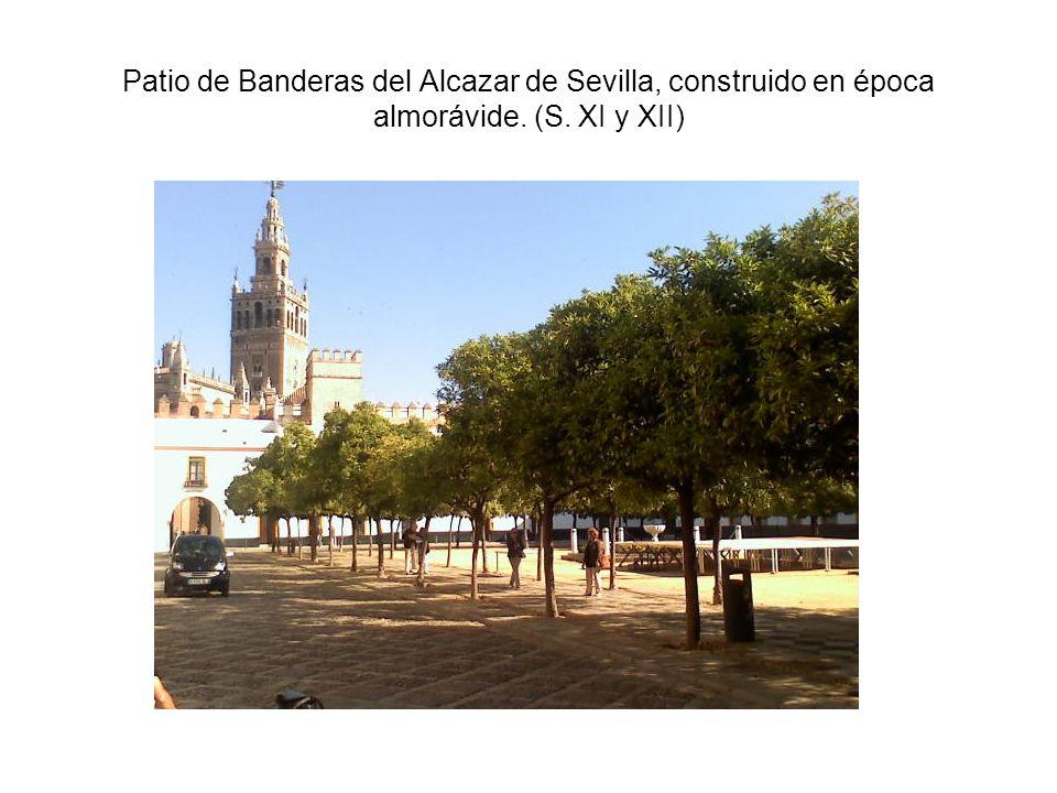 Patio de Banderas del Alcazar de Sevilla, construido en época almorávide. (S. XI y XII)