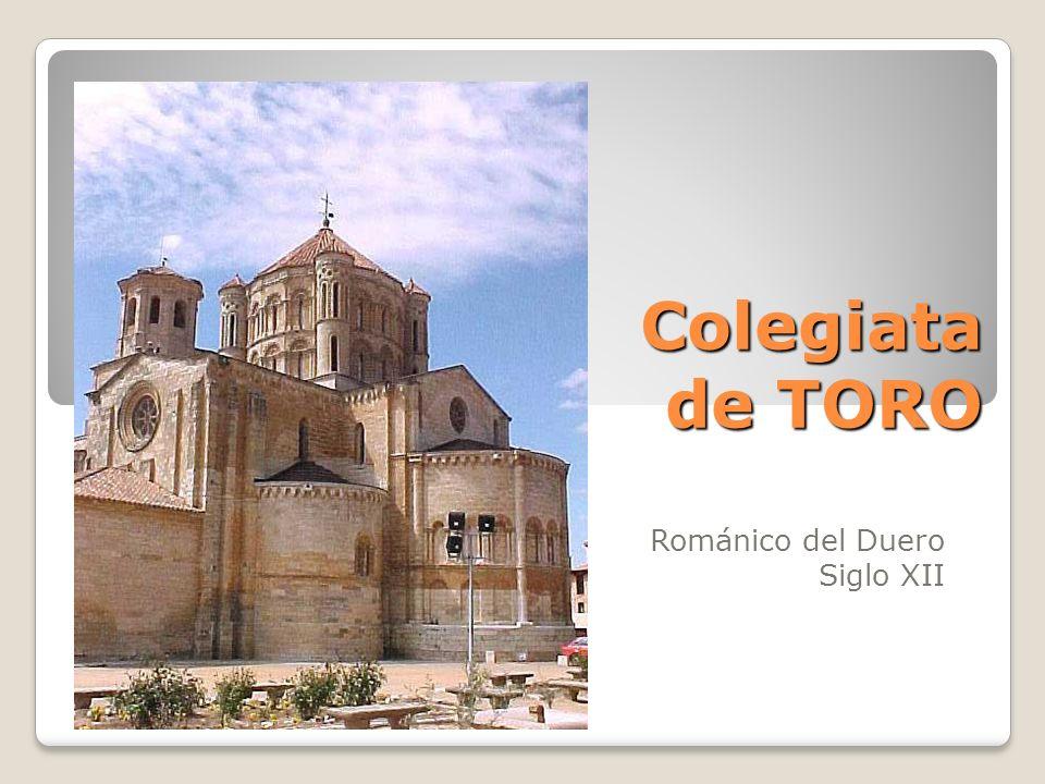 Iglesia de San Esteban Pórtico lateral con arcuaciones de medio punto, columnas que apoyan en un podio.