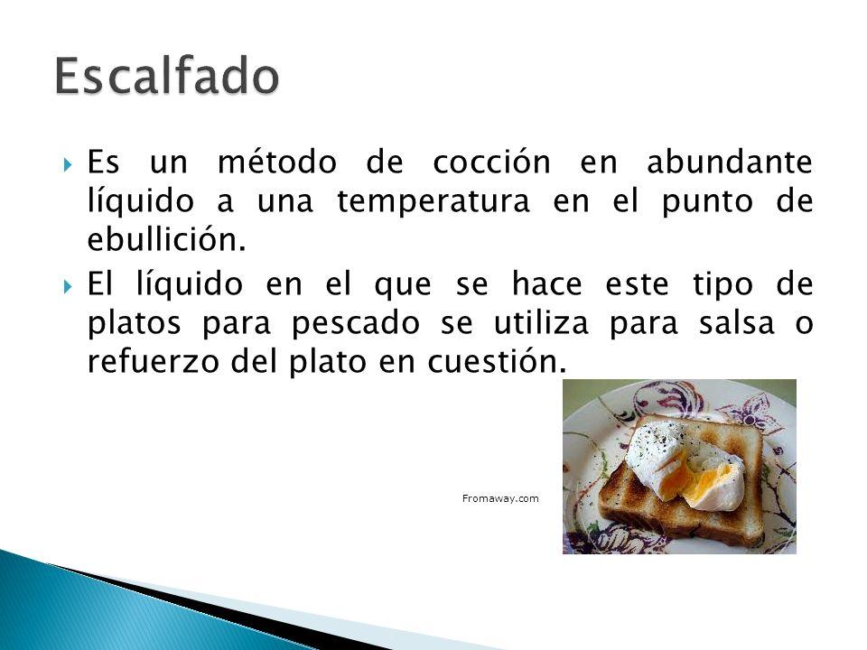El pochado se hace en una olla con un poco de aceite o líquido y se usa, a menudo, para el pescado, pollo y huevo.
