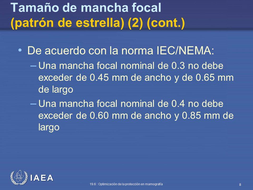 IAEA 19.6 : Optimización de la protección en mamografía 9 Tamaño de mancha focal (patrón de estrella) (2) (cont.) Las dimensiones de la mancha focal pueden estimarse a partir del diámetro de borrosidad en la imagen (ampliada entre 2.5 y 3 veces) del patrón de estrella La distancia entre las regiones borrosas más externas se mide en dos direcciones: perpendicular y paralela al eje del tubo Colocar el chasis sobre el bucky (sin reja)