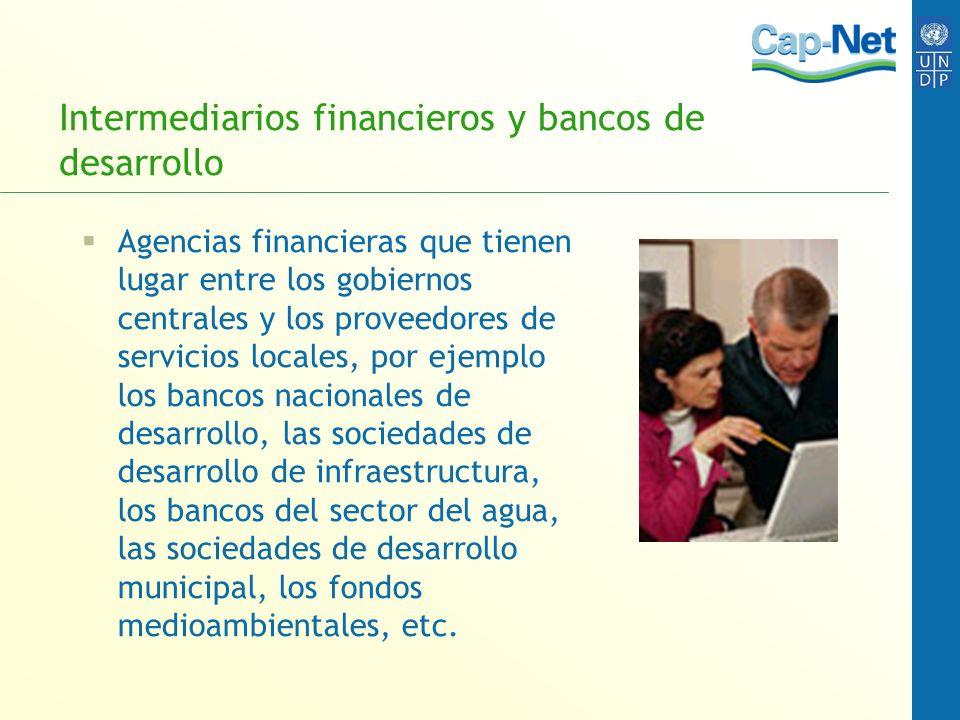 Intermediarios financieros y bancos de desarrollo Agencias financieras que tienen lugar entre los gobiernos centrales y los proveedores de servicios l