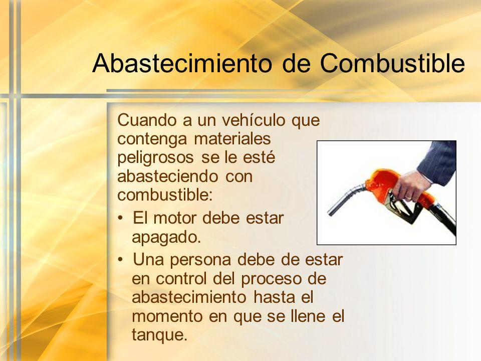 Abastecimiento de Combustible Cuando a un vehículo que contenga materiales peligrosos se le esté abasteciendo con combustible: El motor debe estar apa
