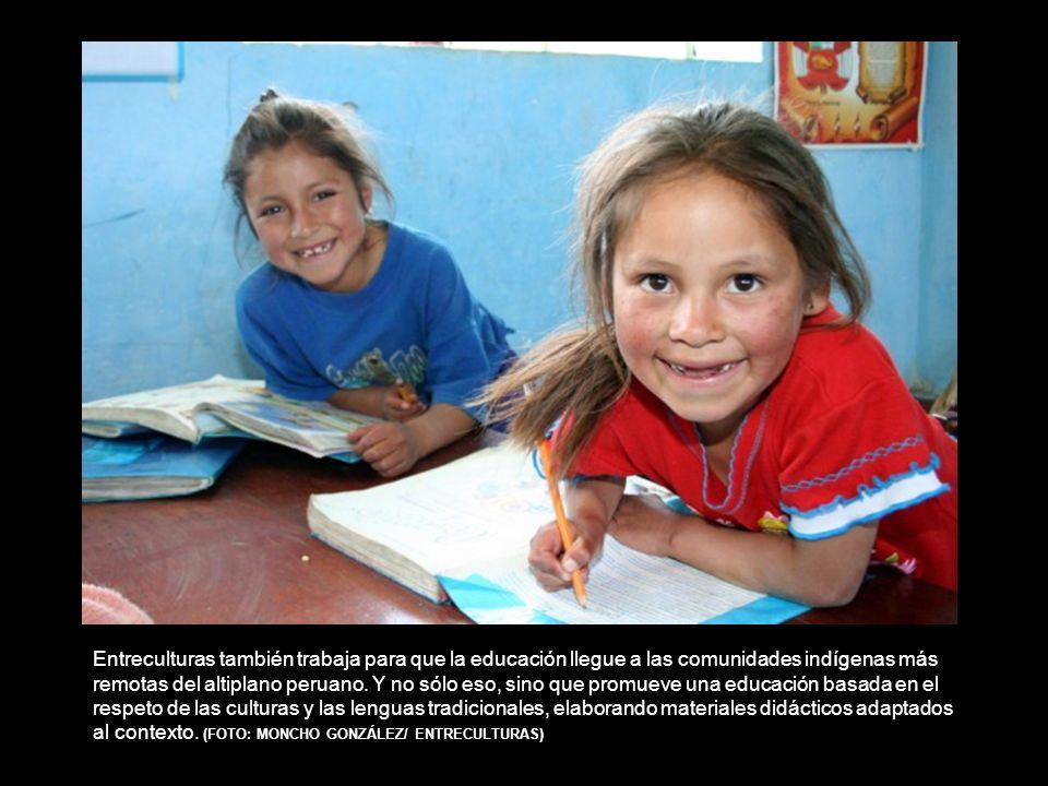 Entreculturas también trabaja para que la educación llegue a las comunidades indígenas más remotas del altiplano peruano.