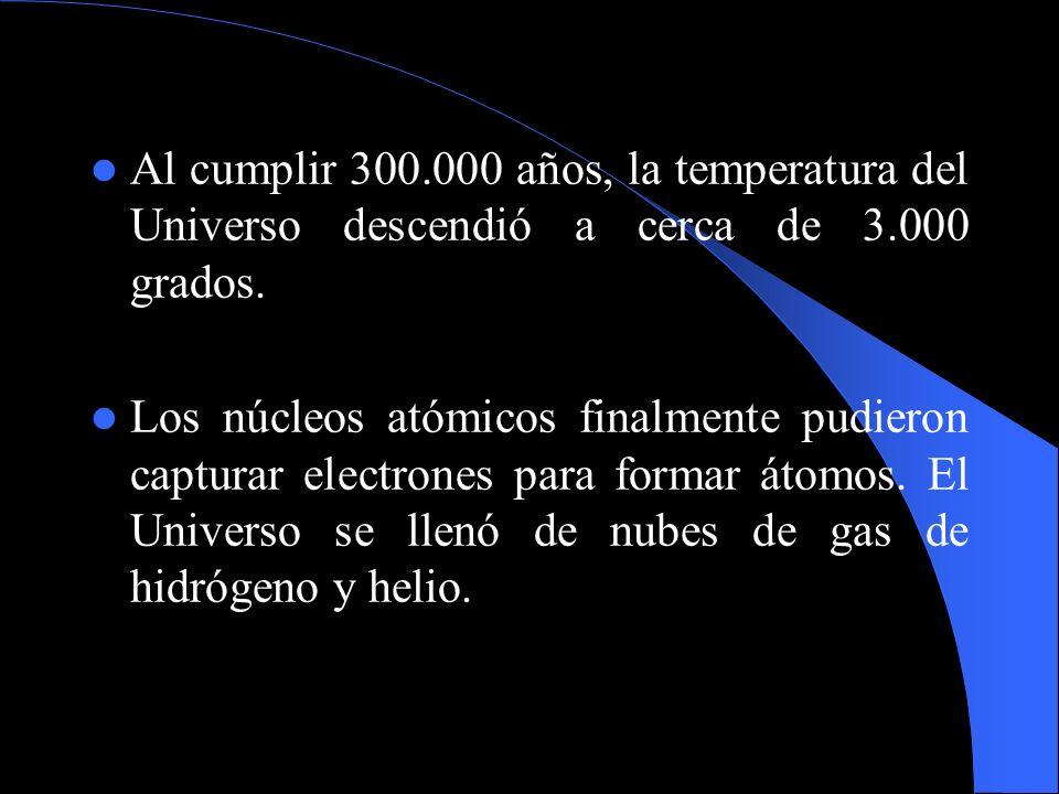 Al cumplir 300.000 años, la temperatura del Universo descendió a cerca de 3.000 grados. Los núcleos atómicos finalmente pudieron capturar electrones p