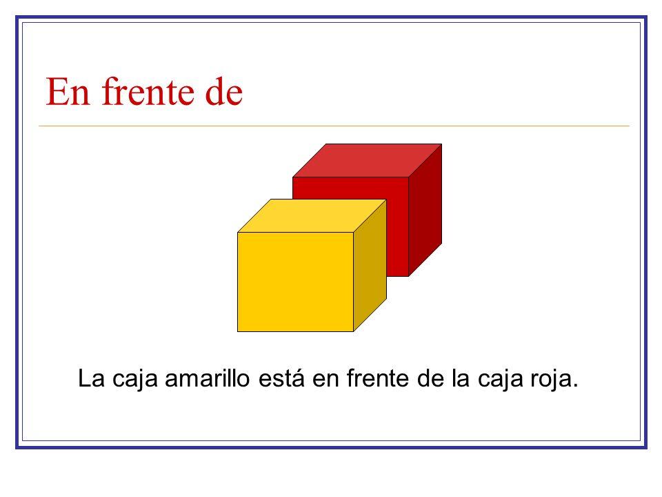 En frente de La caja amarillo está en frente de la caja roja.