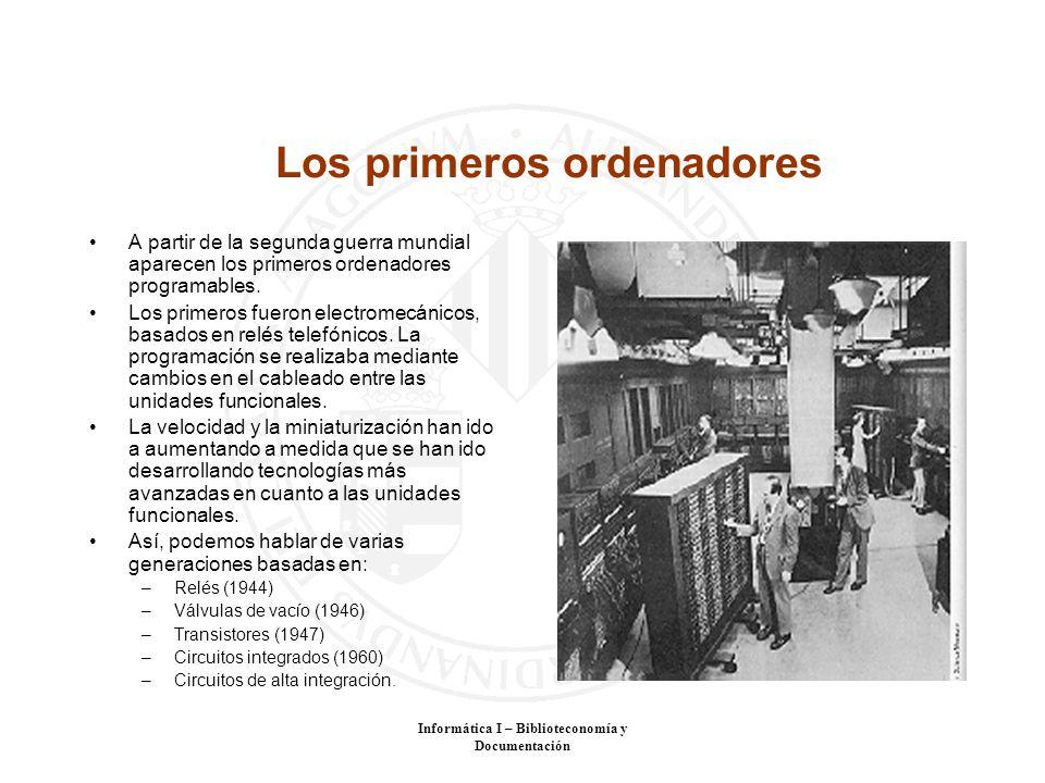 Informática I – Biblioteconomía y Documentación Los primeros ordenadores A partir de la segunda guerra mundial aparecen los primeros ordenadores progr