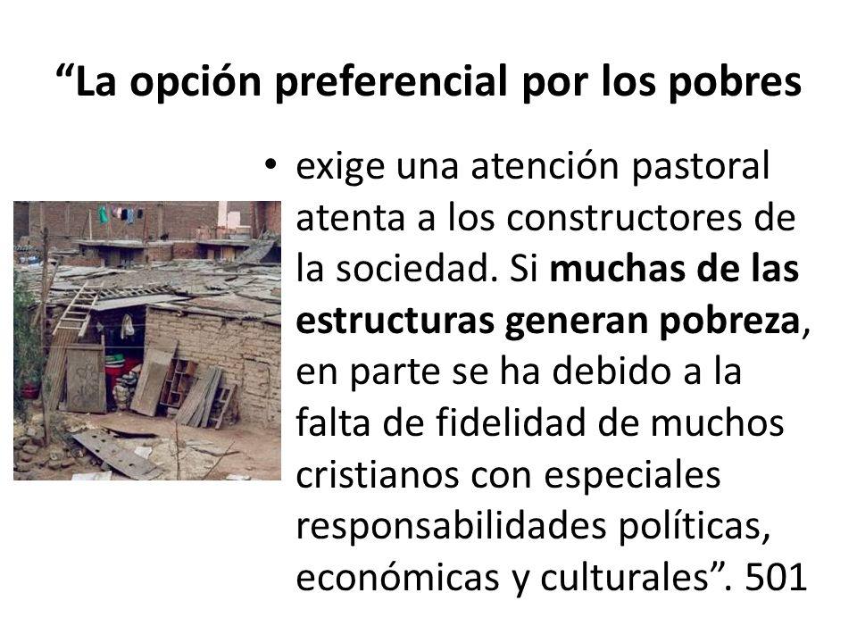 La opción preferencial por los pobres exige una atención pastoral atenta a los constructores de la sociedad. Si muchas de las estructuras generan pobr