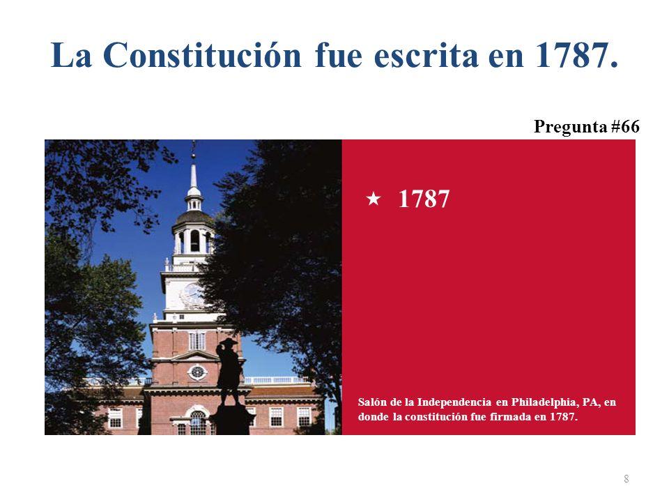 La Constitución fue escrita en 1787. 8 Salón de la Independencia en Philadelphia, PA, en donde la constitución fue firmada en 1787. 1787 Pregunta #66