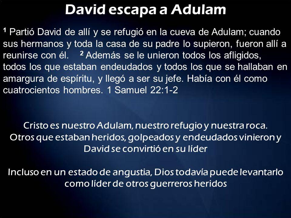 David escapa a Adulam 1 Partió David de allí y se refugió en la cueva de Adulam; cuando sus hermanos y toda la casa de su padre lo supieron, fueron al