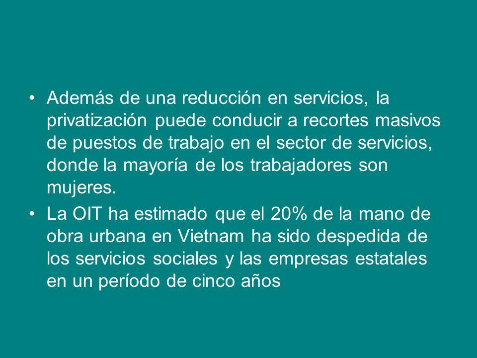 Además de una reducción en servicios, la privatización puede conducir a recortes masivos de puestos de trabajo en el sector de servicios, donde la may