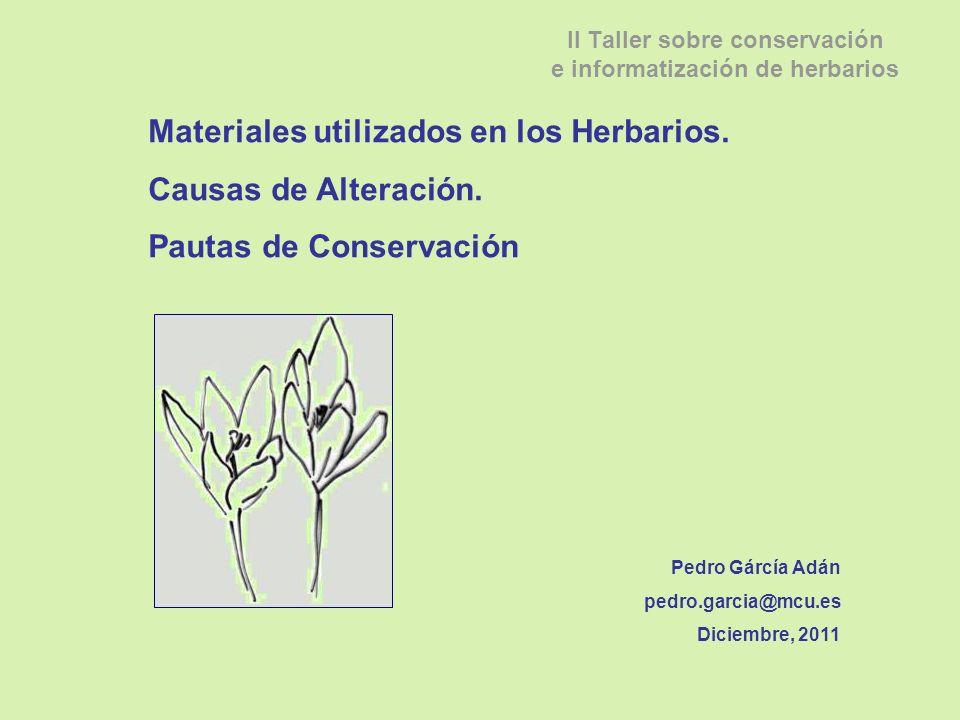 Según la RAE, un herbario es una una colección de ejemplares botánicos secos, organizados bajo un sistema determinado y almacenados bajo condiciones ambientales, preferiblemente controladas para su conservación perpetua.