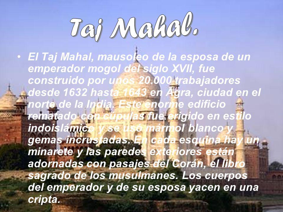 El Taj Mahal, mausoleo de la esposa de un emperador mogol del siglo XVII, fue construido por unos 20.000 trabajadores desde 1632 hasta 1643 en Āgra, c