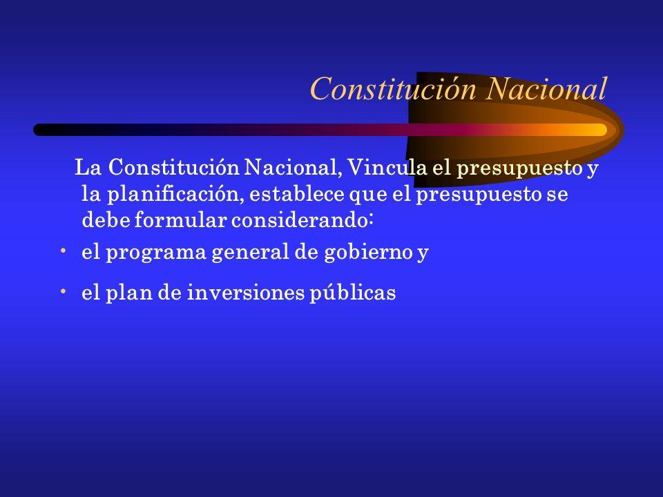 Constitución Nacional La Constitución Nacional, Vincula el presupuesto y la planificación, establece que el presupuesto se debe formular considerando: el programa general de gobierno y el plan de inversiones públicas