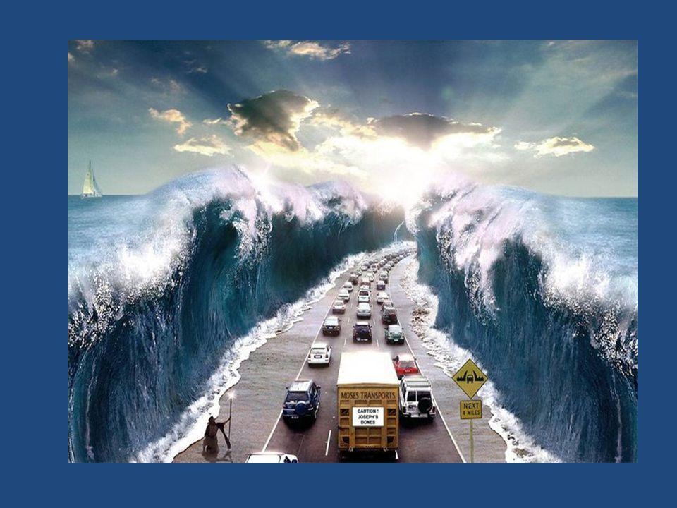 Entonces Moisés extendió su mano sobre el mar, y cuando amanecía, el mar se volvió en toda su fuerza, y los egipcios al huir se encontraban con el mar; y YHVH derribó a los egipcios en medio del mar.