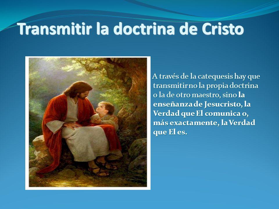 CATECHESI TRADENDAE Hay que subrayar, en primer lugar, que en el centro de la catequesis encontramos esencialmente una Persona, la de Jesús de Nazaret