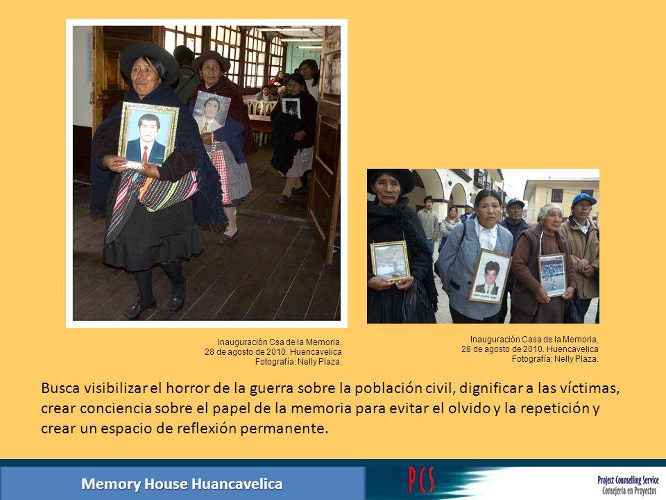 Memory House Huancavelica Summary photographic exhibition hall 2: Acts of memory Las mujeres cumplieron un rol muy importante en el periodo de la violencia participando junto a los hombres en la defensa de su territorio y asumiendo nuevos roles en la comunidad y en la familia.
