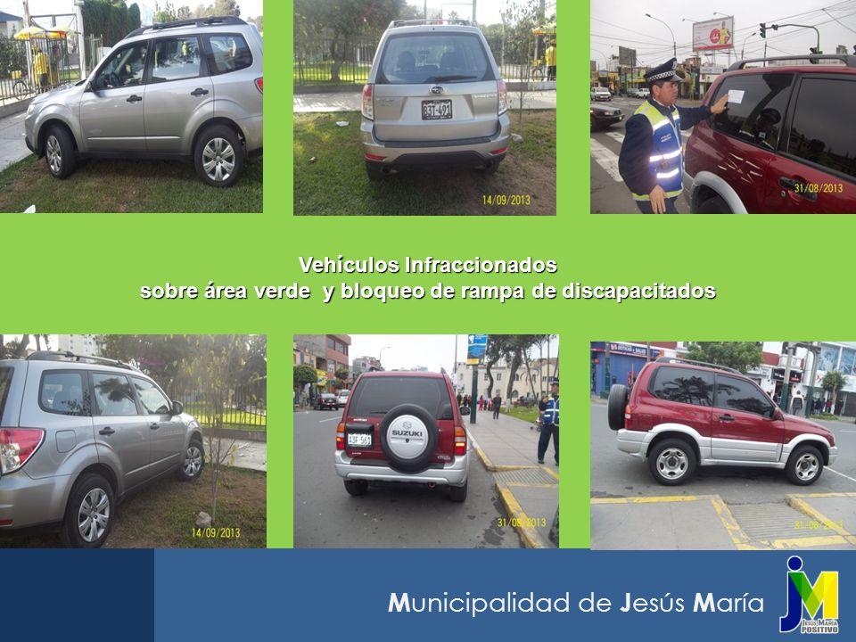 Vehículos Infraccionados sobre área verde y bloqueo de rampa de discapacitados