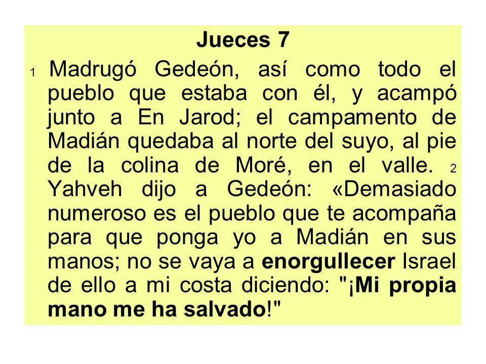 Jueces 7 1 Madrugó Gedeón, así como todo el pueblo que estaba con él, y acampó junto a En Jarod; el campamento de Madián quedaba al norte del suyo, al