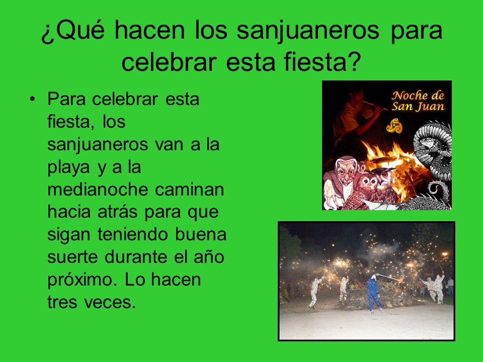 ¿Qué hacen los sanjuaneros para celebrar esta fiesta? Para celebrar esta fiesta, los sanjuaneros van a la playa y a la medianoche caminan hacia atrás