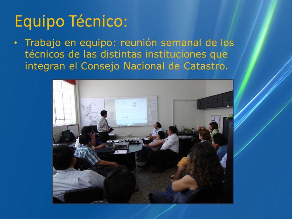 Trabajo en equipo: reunión semanal de los técnicos de las distintas instituciones que integran el Consejo Nacional de Catastro. Equipo Técnico: