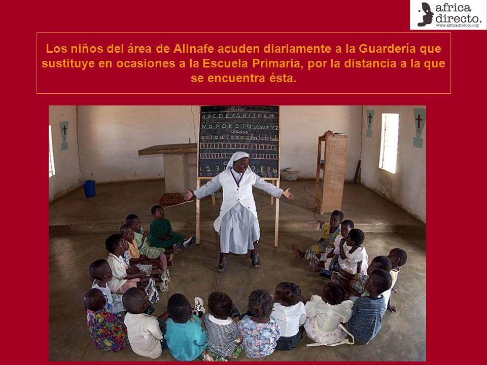 Los niños del área de Alinafe acuden diariamente a la Guardería que sustituye en ocasiones a la Escuela Primaria, por la distancia a la que se encuentra ésta.