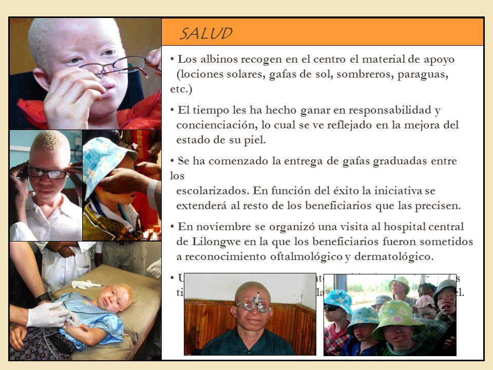 SALUD Los albinos recogen en el centro el material de apoyo (lociones solares, gafas de sol, sombreros, paraguas, etc.) El tiempo les ha hecho ganar e