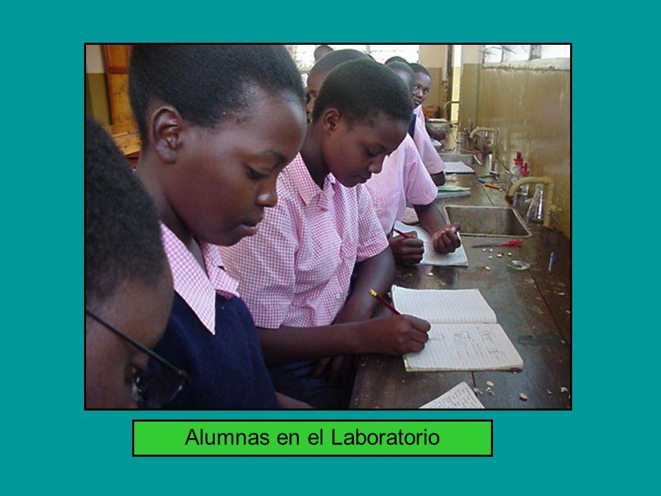 Alumnas en el Laboratorio