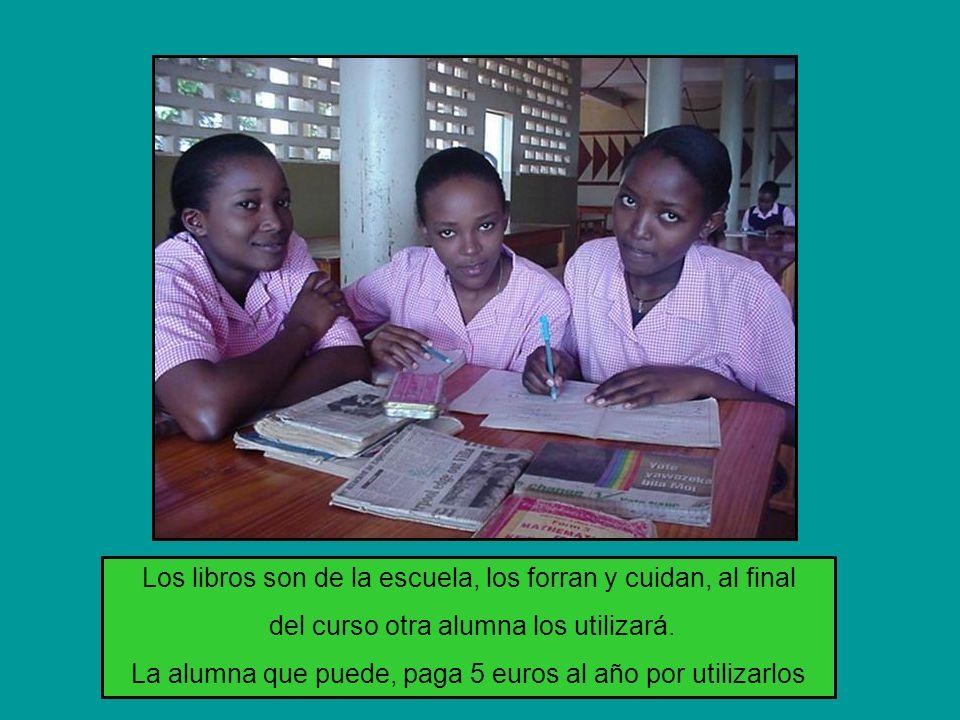 Los libros son de la escuela, los forran y cuidan, al final del curso otra alumna los utilizará.