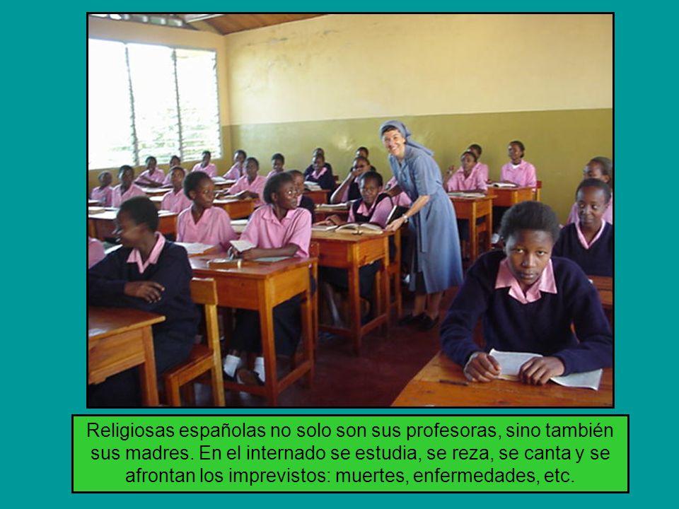 Religiosas españolas no solo son sus profesoras, sino también sus madres.