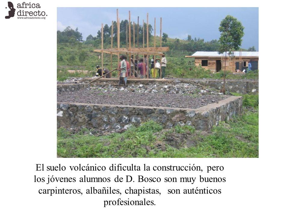 El suelo volcánico dificulta la construcción, pero los jóvenes alumnos de D. Bosco son muy buenos carpinteros, albañiles, chapistas, son auténticos pr