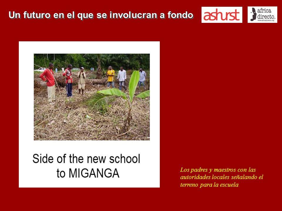 Un futuro en el que se involucran a fondo Los padres y maestros con las autoridades locales señalando el terreno para la escuela