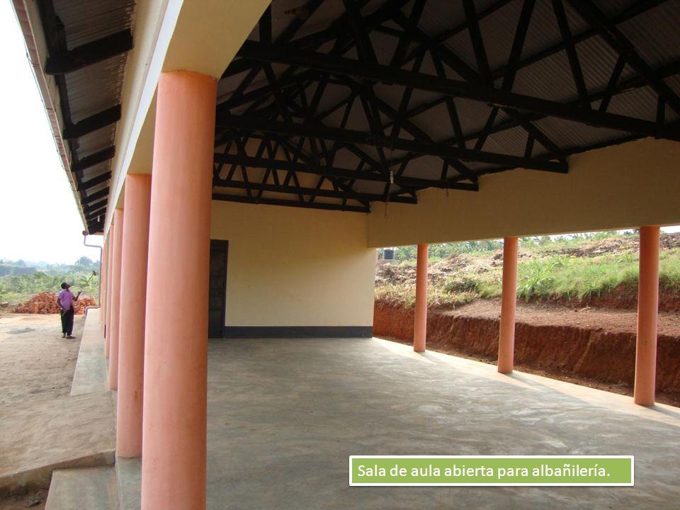 Sala de aula abierta para albañilería.