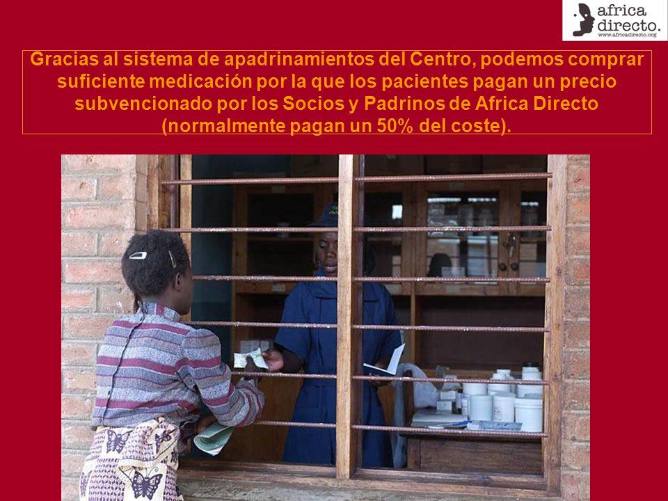 Gracias al sistema de apadrinamientos del Centro, podemos comprar suficiente medicación por la que los pacientes pagan un precio subvencionado por los Socios y Padrinos de Africa Directo (normalmente pagan un 50% del coste).