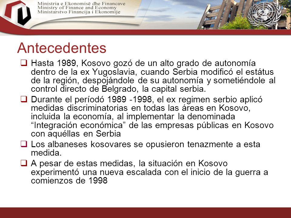4 Antecedentes Hasta 1989, Kosovo gozó de un alto grado de autonomía dentro de la ex Yugoslavia, cuando Serbia modificó el estátus de la región, despojándole de su autonomía y sometiéndole al control directo de Belgrado, la capital serbia.