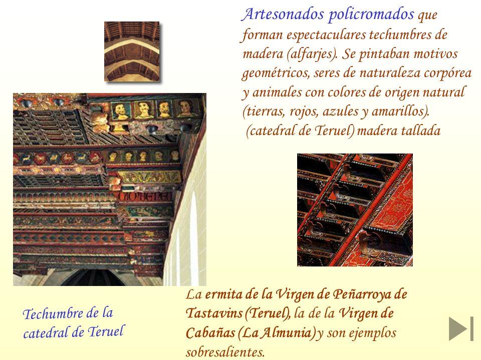 Artesonados policromados que forman espectaculares techumbres de madera (alfarjes). Se pintaban motivos geométricos, seres de naturaleza corpórea y an