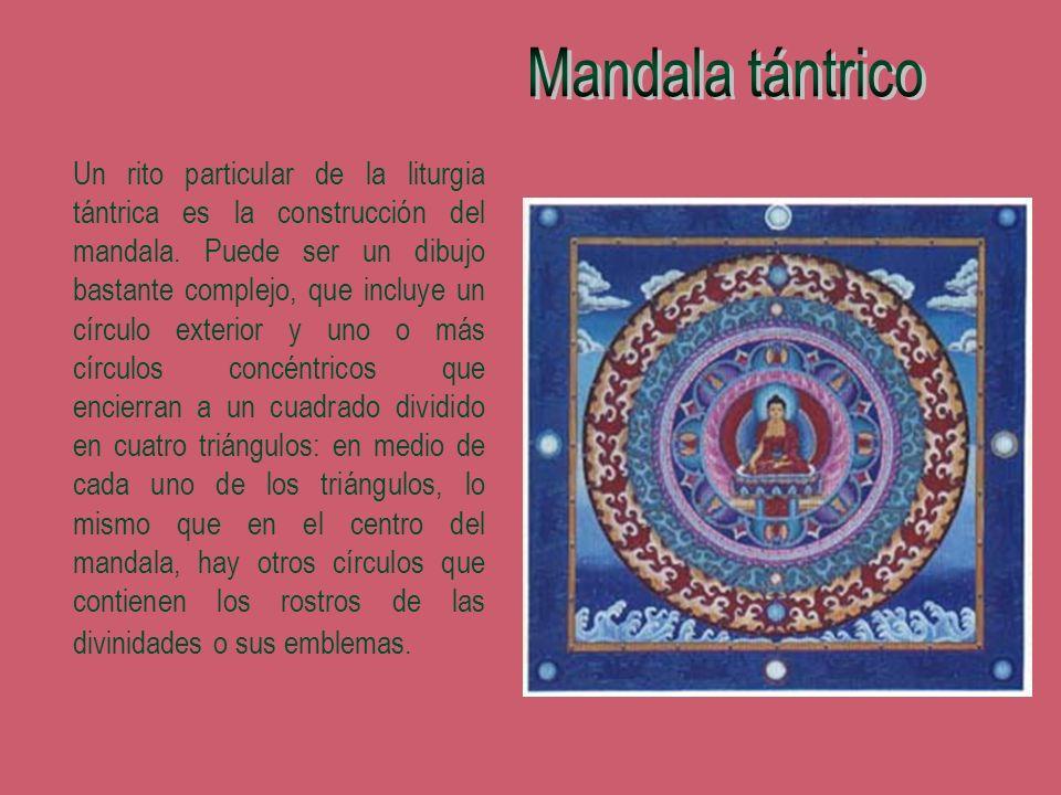 Un rito particular de la liturgia tántrica es la construcción del mandala. Puede ser un dibujo bastante complejo, que incluye un círculo exterior y un