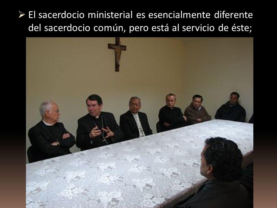 El sacerdocio ministerial es esencialmente diferente del sacerdocio común, pero está al servicio de éste;