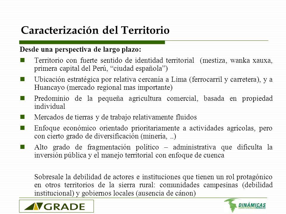 La dinámica socio-económica Dinámica mixta Mejoras en NBI y acceso a servicios básicos Crecimiento del ingreso per cápita pero a un ritmo menor al promedio nacional Aumento de la pobreza de 49% a 64% Estancamiento del crecimiento poblacional: creciente emigración hacia Lima, Huancayo y destinos emergentes de la selva central.
