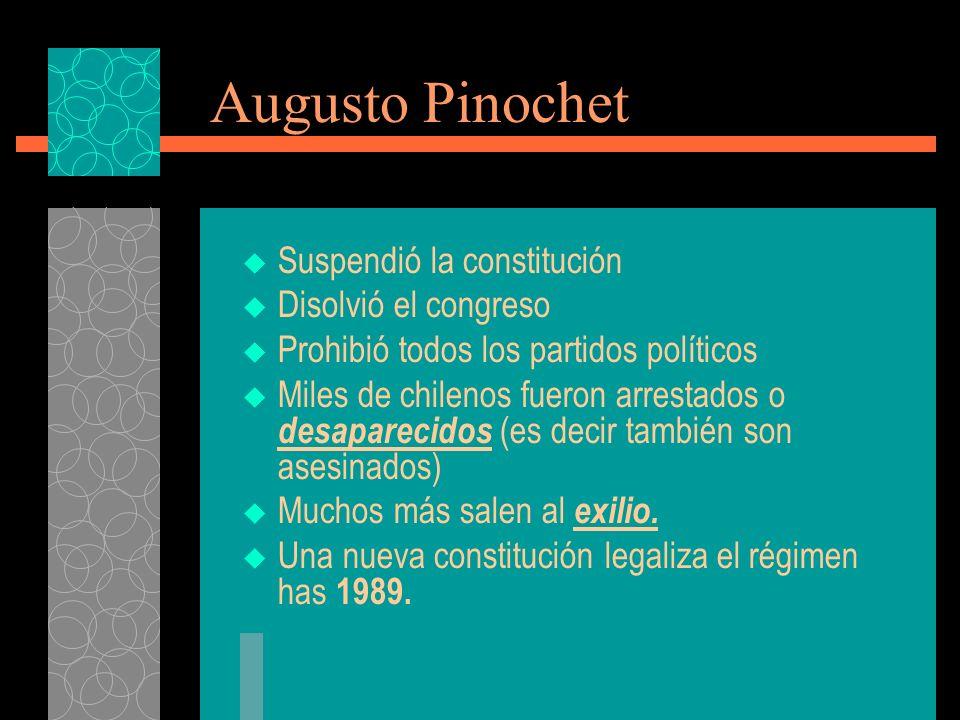 Augusto Pinochet Suspendió la constitución Disolvió el congreso Prohibió todos los partidos políticos Miles de chilenos fueron arrestados o desaparecidos (es decir también son asesinados) Muchos más salen al exilio.