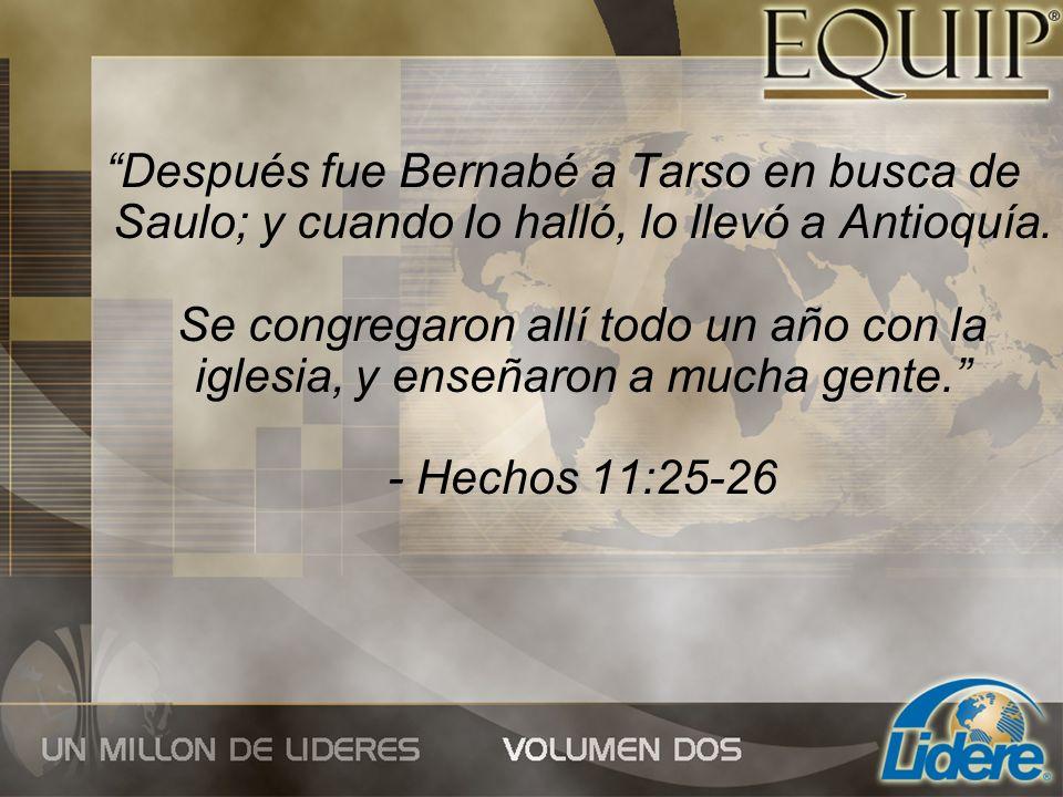 Después fue Bernabé a Tarso en busca de Saulo; y cuando lo halló, lo llevó a Antioquía. Se congregaron allí todo un año con la iglesia, y enseñaron a