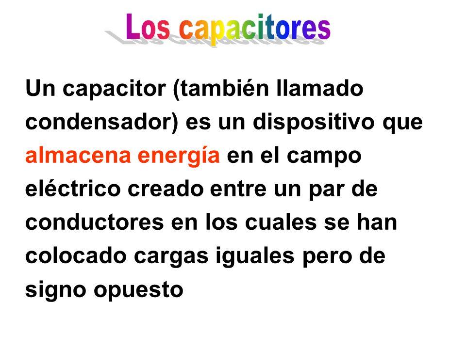 Un capacitor (también llamado condensador) es un dispositivo que almacena energía en el campo eléctrico creado entre un par de conductores en los cuales se han colocado cargas iguales pero de signo opuesto