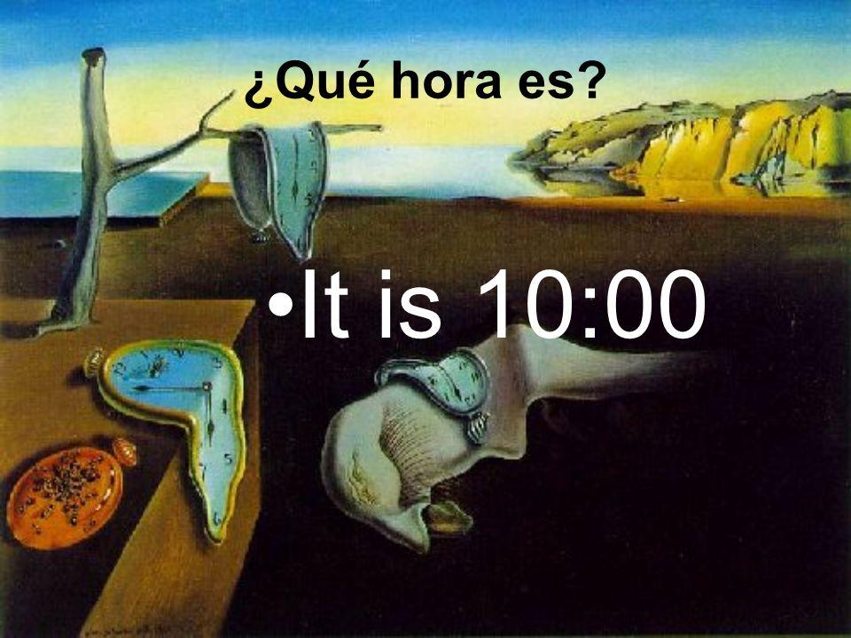 Es la una y media de la tarde. ¿Qué hora es?