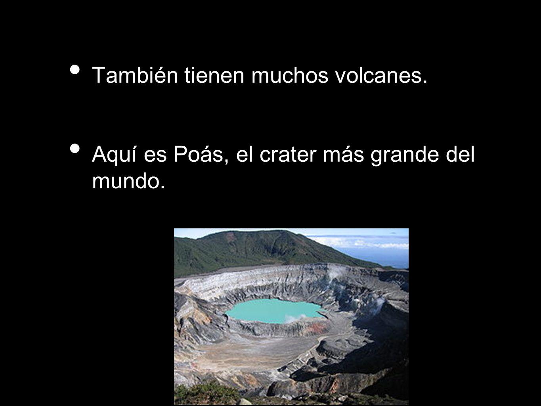 También tienen muchos volcanes. Aquí es Poás, el crater más grande del mundo.