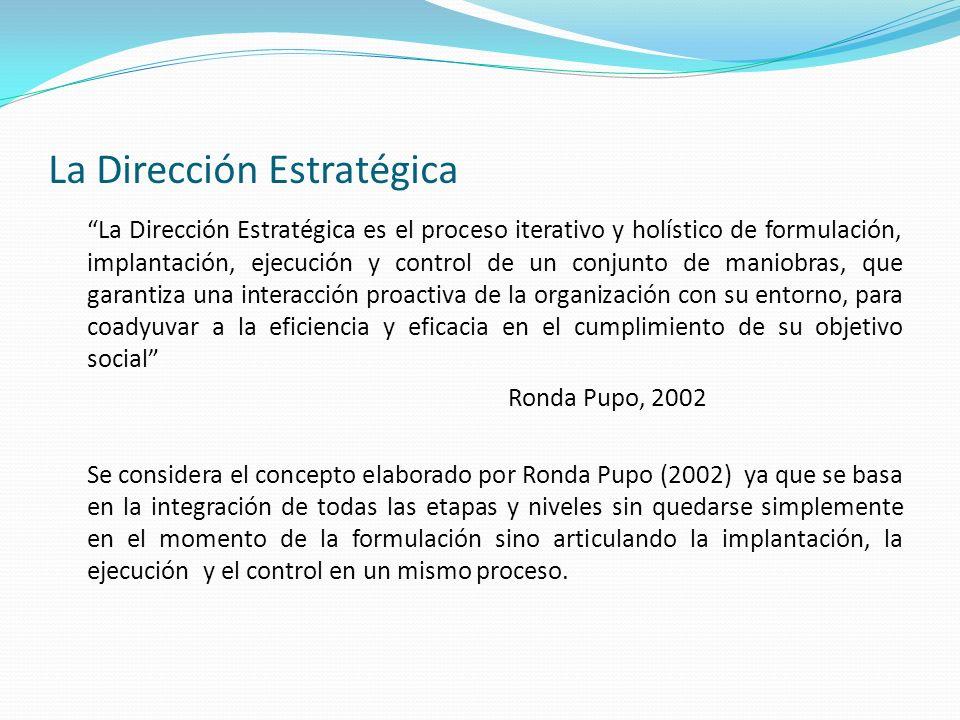 La Dirección Estratégica La Dirección Estratégica es el proceso iterativo y holístico de formulación, implantación, ejecución y control de un conjunto