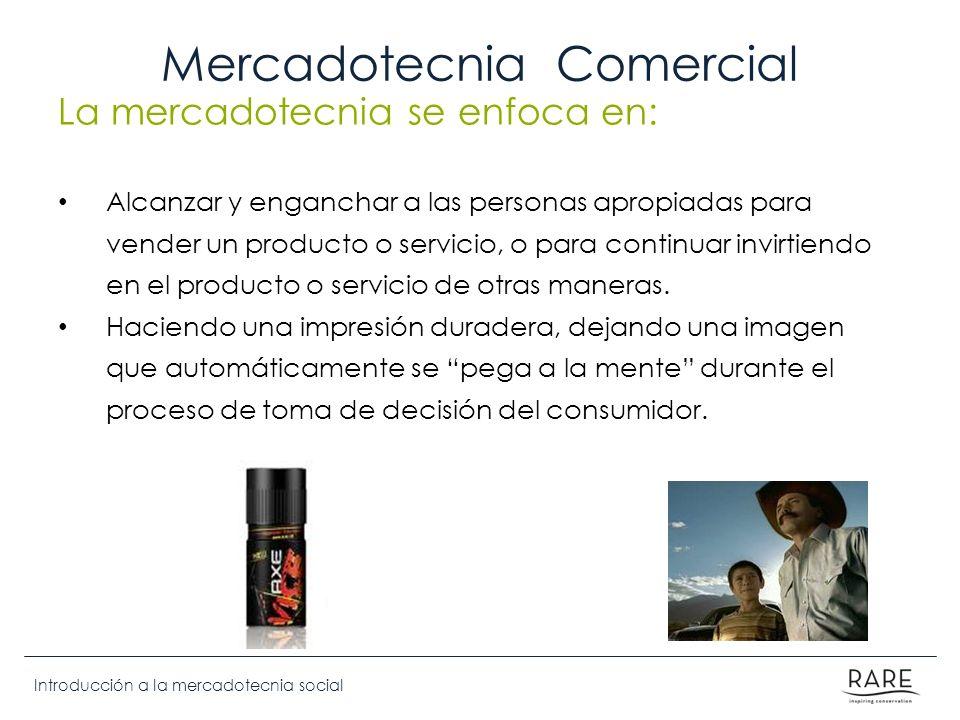 Introducción a la mercadotecnia social Mercadotecnia Comercial La mercadotecnia se enfoca en: Alcanzar y enganchar a las personas apropiadas para vend